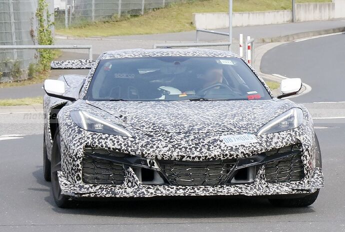 chevrolet-corvette-z06-2023-nurburgring-fotos-espia-202180442-1629211409_13