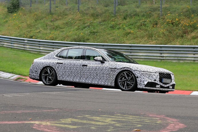 2023-genesis-g90-spied-lapping-the-nurburgring-in-the-wet_14