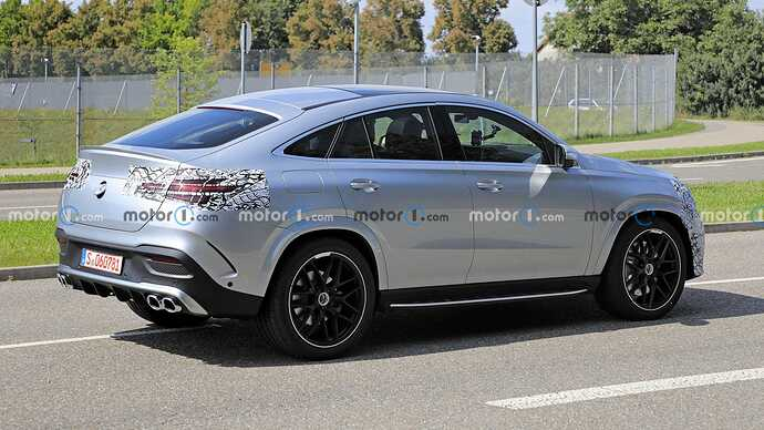 mercedes-benz-gle-coupe-facelift-new-spy-photo-rear-three-quarters