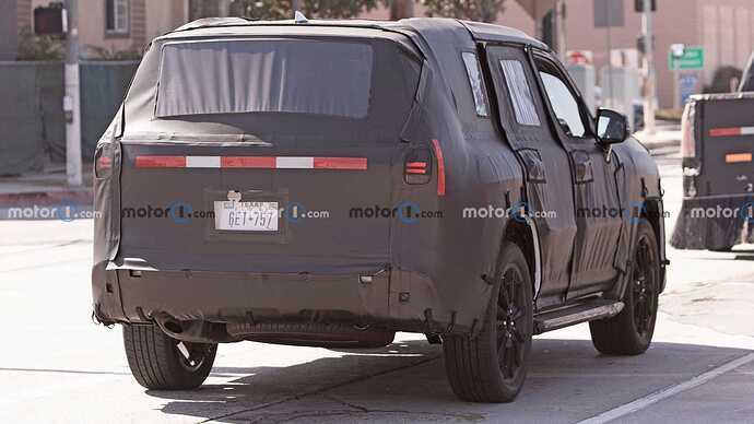 2022-lexus-lx-600-rear-view-spy-photo (1)