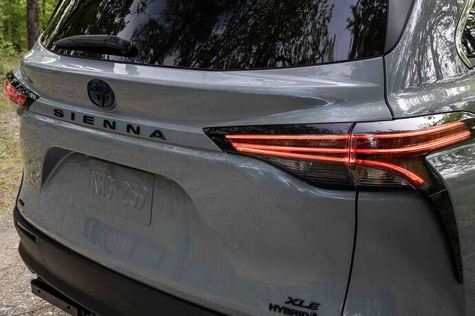 2022_Toyota_Sienna_Woodland_Special_Edition_004(1)
