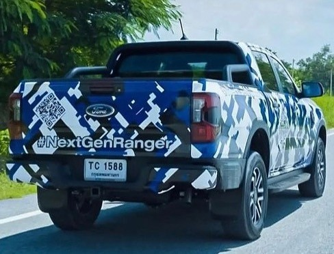 2023-ford-ranger-pickup-truck-spied-with-2022-ford-maverick-inspired-front-fascia_4