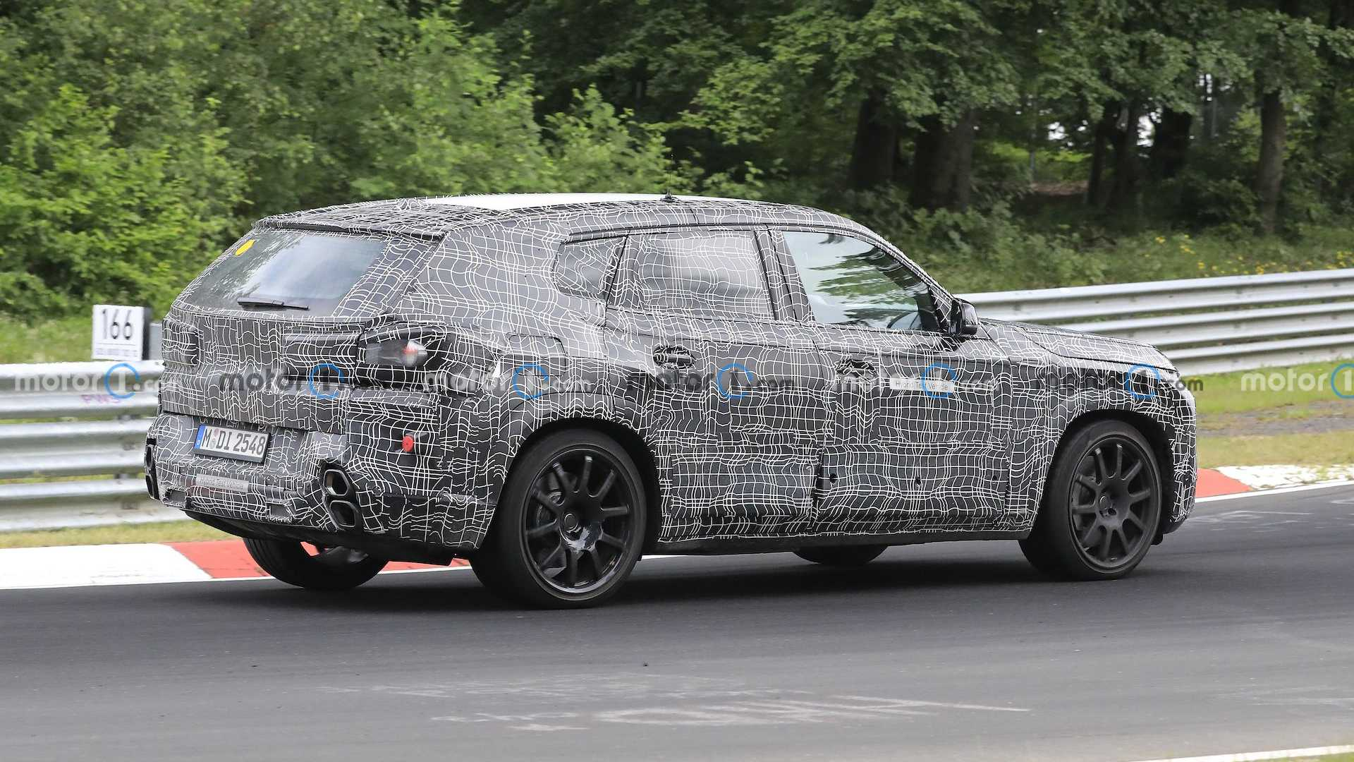 bmw-x8-spied-flaunting-unusual-tailpipe-layout (7)